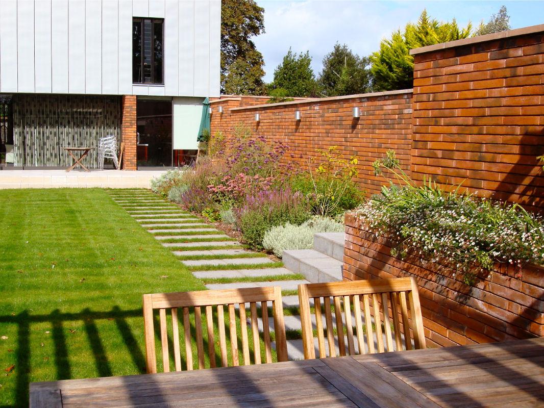 Roger Webster Garden Design - Contemporary